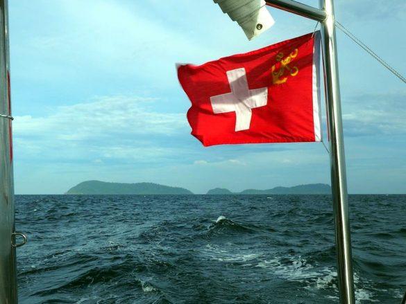 Le drapeau suisse du CCS au vent
